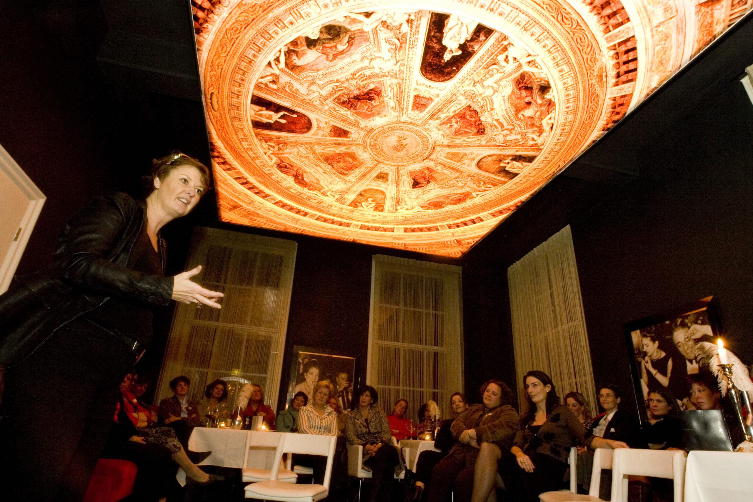 Start netwerk 'Women in Business' in Sub Rosa in de Wijnhuistoren, met ondernemersvrouwen uit hele regio. Kunstenares/schrijfster Patty Harpenau vertelt over The Secret, als sleutel naar succes en een beter leven.