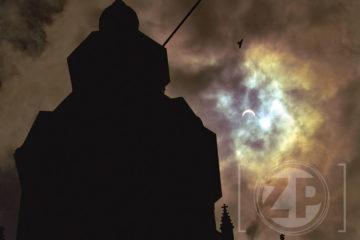 PVG.990811.01 Zutphen - Eclips boven Zutphen, Walburgtoren met de eclips..Foto: Patrick van Gemert.VP/ZB1 12-08-99