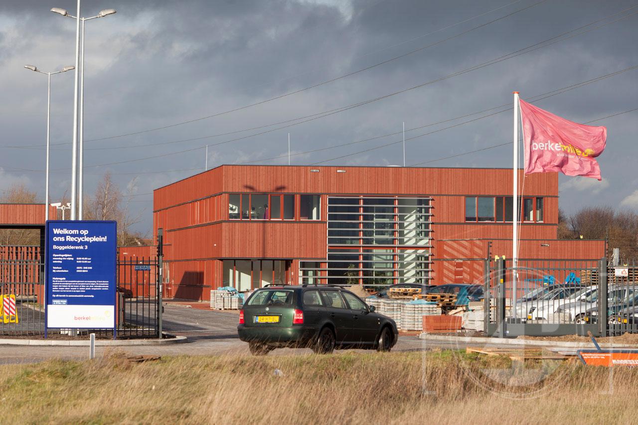 In Zutphen is het nieuwe Recycleplein geopend. Inwoners van de gemeenten Bronckhorst, Brummen, Lochem en Zutphen kunnen hier op vertoon van hun afvalpas klein en grof huishoudelijk afval gescheiden inleveren. Het nieuwe Recycleplein vervangt het Afval Breng Punt aan de Letlandsestraat en is gevestigd op industrieterrein De Revelhorst, aan de Boggelderenk 3.