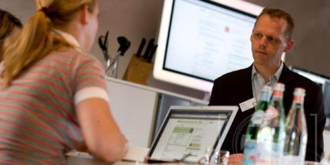 Erno Hannink, auteur van Laat de klant naar jou komen, weet hoe je internet slim kunt toepassen om klanten aan te trekken. Daarover vertelt hij op donderdag 28 juni in het Ondernemerscafé bij Fort Bronsbergen in Zutphen.