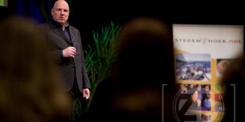 Dinsdag 8 februari was de Hanzehof het toneel voor Zutphen Draait Door. Dit was de eerste bijeenkomst waar de regionale business platforms hun krachten bundelden om ondernemend Zutphen een bijzonder evenement aan te bieden. Sprekers waren Ruud Veltenaar, Arko van Brakel en Charles Ruffolo.