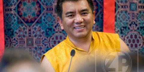 De 7e Dzogchen Rinpoche, Jigme Losel Wangpo, een van de hoogste lama's in de Tibetaanse boeddhistische traditie, gaf dinsdag een openbare les in Zutphen rondom het thema 'Waarom onze geest hoop en twijfel ervaart'.