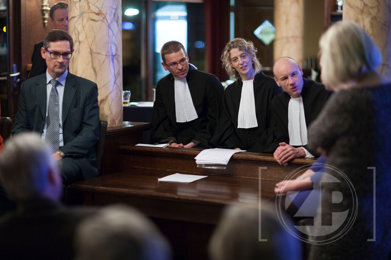 In het Ondernemerscafé van november mochten de ondernemers recht spreken onder aanvoering van Voorink Advocaten. De advocaten speelden een zaak na over het ontslag op staande voet.