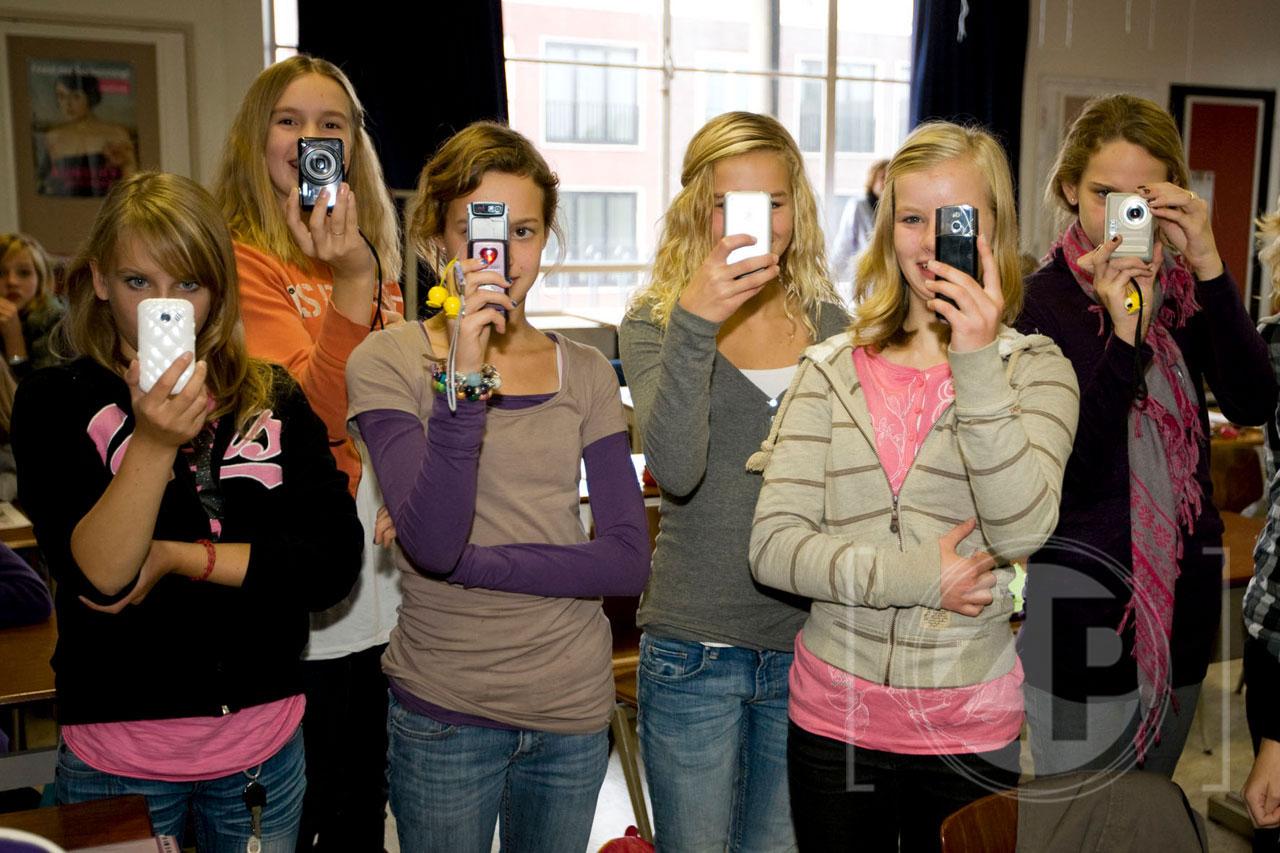 Leerlingen van het Baudartius College in Zutphen leren deze week in een speciaal project alles over het maken van een krant. Daar hoort fotografie natuurlijk ook bij en dus was Patrick van Gemert uitgenodigd om te vertellen over zijn werk.