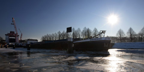 Maandagmorgen is de Nautictrans als eerste schip door de sluis bij Eefde gevaren, De Nautictrans was het schip dat in de sluis lag toen de sluisdeur op 3 januari naar beneden viel.