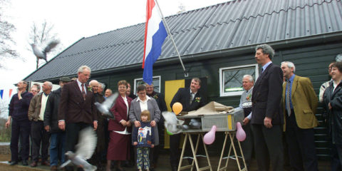 PVG.010310.05 Gorssel - Opening van het nieuwe onderkomen van de postduiven vereniging in Gorssel..Foto: Patrick van Gemert.LB2 12-03-01