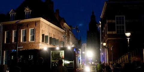 Groot alarm in de binnenstad van Zutphen, woningbrand in de Lange Hofstraat.