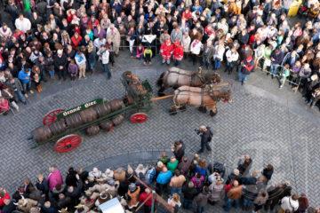 De Zutphense binnenstad stond afgelopen zondag helemaal in het teken van bokbier. De zestiende Nationale Bokbierdag trok ruim honderdduizend bezoekers.