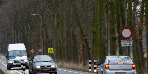 Op de Kapperallee is sinds vandaag een wegversmalling aangebracht om sluipverkeer tegen te gaan.