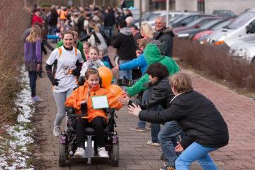 Manifestatie voor Energy4All met medewerking van Jochem van Gelder op basisschool De Achtsprong. Max en Marit Ellis zitten beiden op deze school en hebben een zeldzame stofwisselingsziekte.