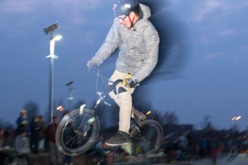 Skatepark The Canyon heeft vanaf vandaag verlichting, om dit te vieren waren er vrijdagavond wedstrijden en een bbq.