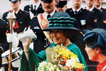 Koninginnedag 1998. Koningin Beatrix bezoekt met haar familie Zutphen.