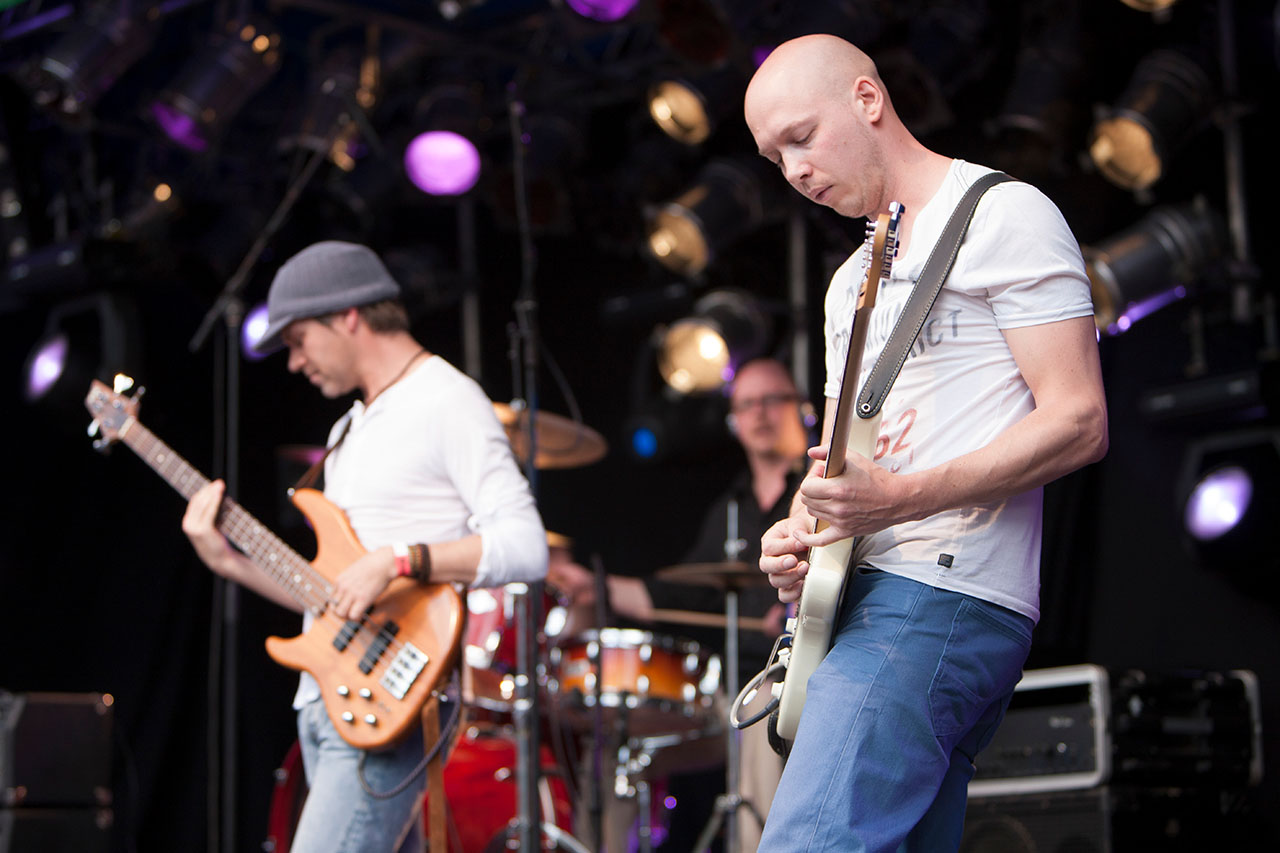 Hemelvaartsdag, WoodWall festival op de Houtwal, Van Der Steen op het podium.