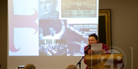 Het vierde Groot Zutphens Dictee van Lionsclub Zutphen-Kattenhaven, zoals dat op 22 november 2012 bij Fort Bronsbergen is voorgelezen door Jolande Withuis.