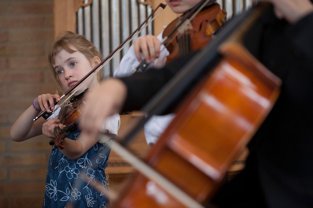 Rotary Kinderen voor Kinderen Klassiek laat kinderen kennis maken met klassieke muziek op een manier die kinderen aanspreekt, hen actief betrekt en van hoge kwaliteit is.