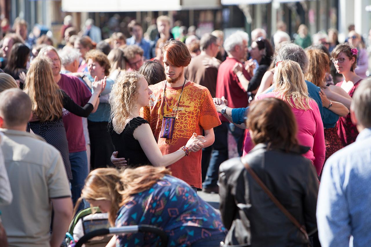 Bevrijdingsdag 2014, Balfolk op de Houtmarkt.