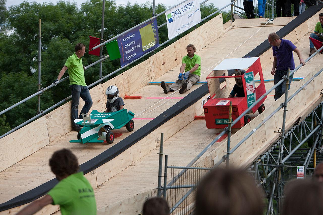 De eerste Zutphense zeepkistenrace georganiseerd door de Juniorkamer.