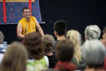 Openbare les van Dzogchen Rinpoche over het loslaten van het verdelen in de Vrije school aan de Dieserstraat. ©Patrick van Gemert