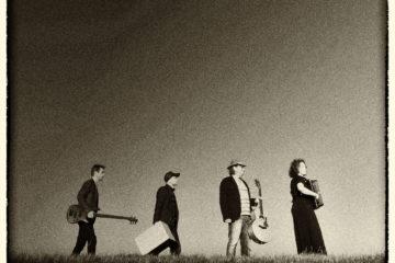 CD cover voor het album van Caroline in't Veld. Tot de zon opkomt.