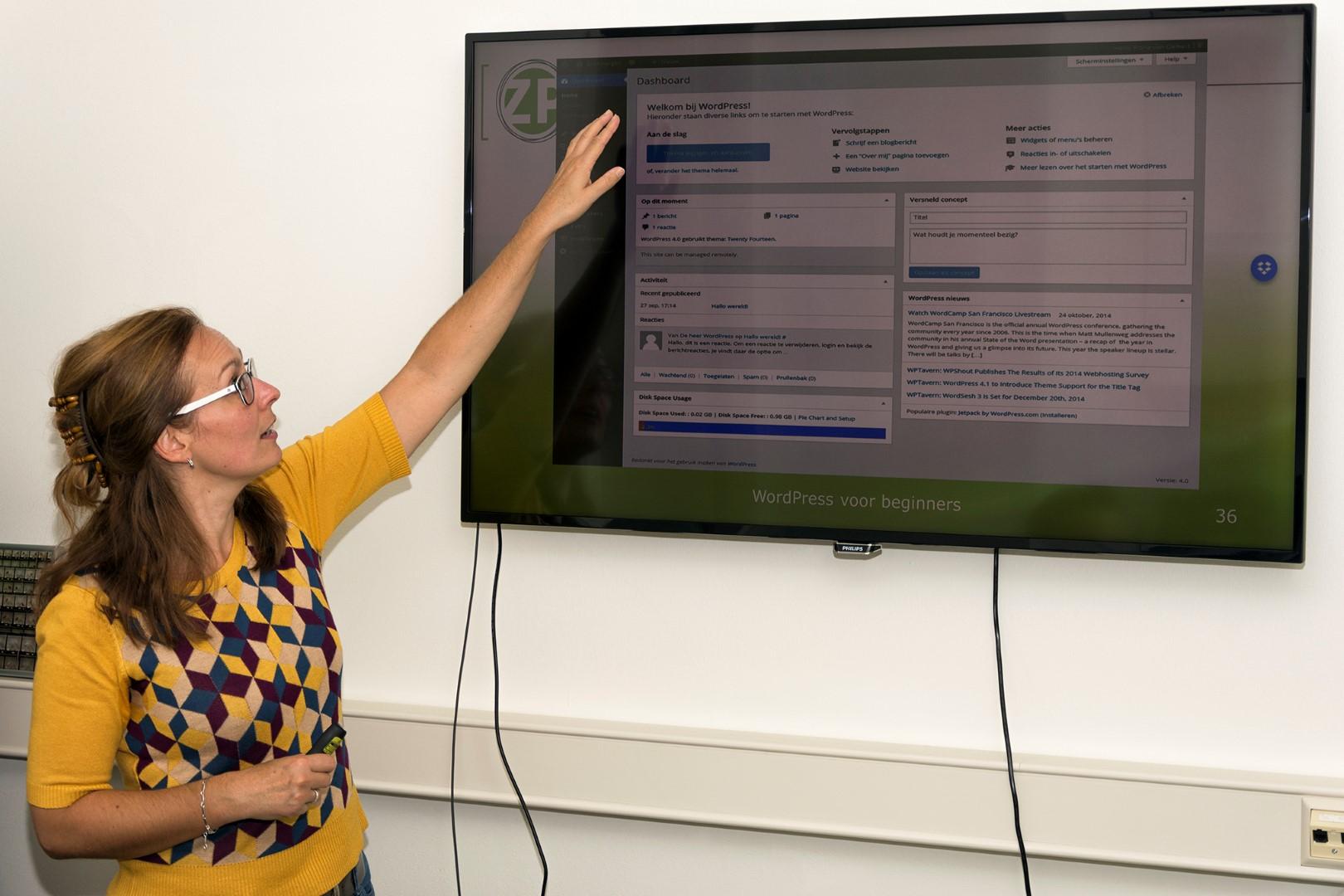 Fiona de Heus tijdens een workshop. (foto Bram Wassink)