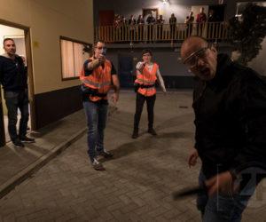Facebookactie van Politie Zutphen. Burgers kregen vrijdagmiddag een kijkje in de keuken van het Politiewerk door scenario's te spelen bij het IBT.