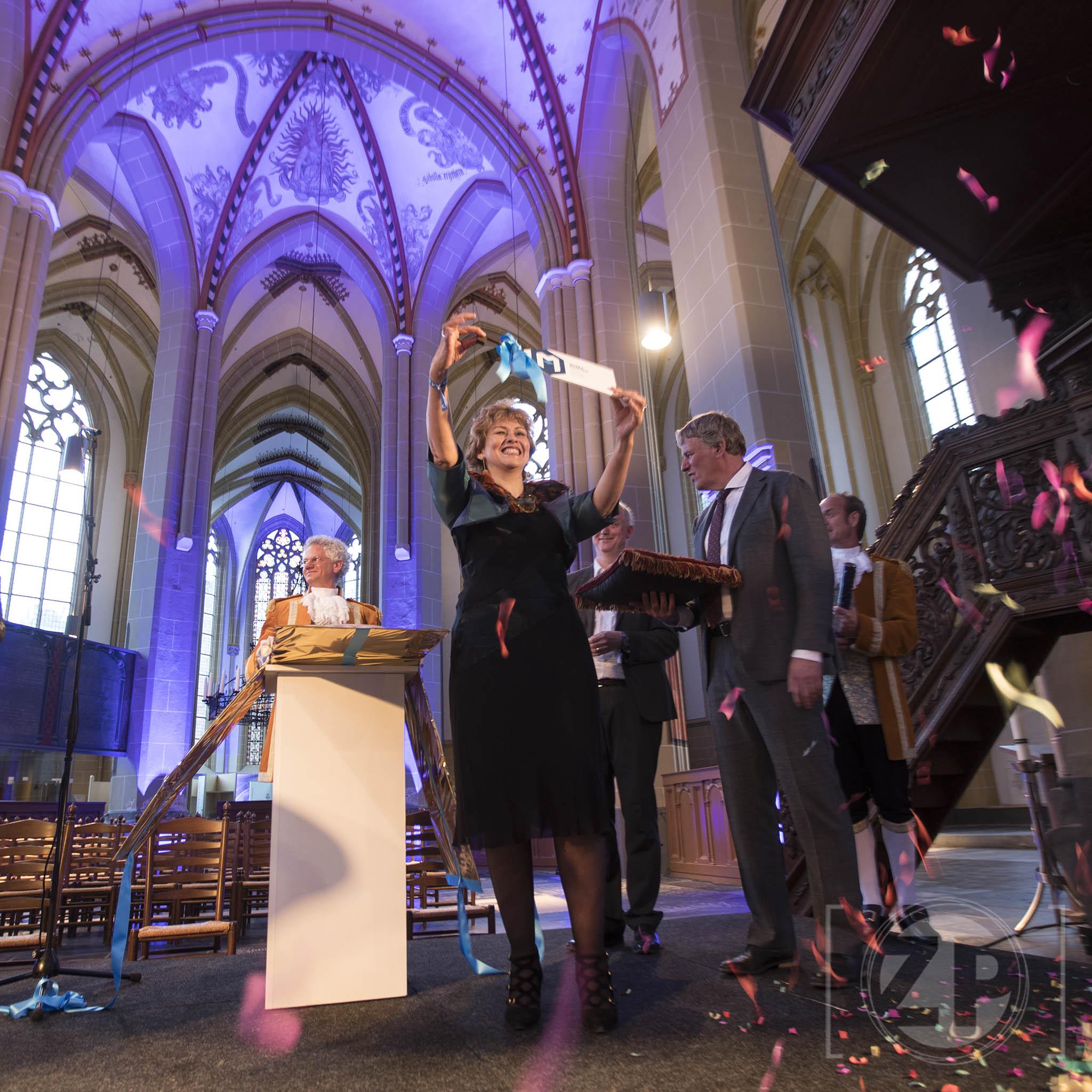 Opening van de Musea Zutphen, openingshandeling in de Walburgiskerk.