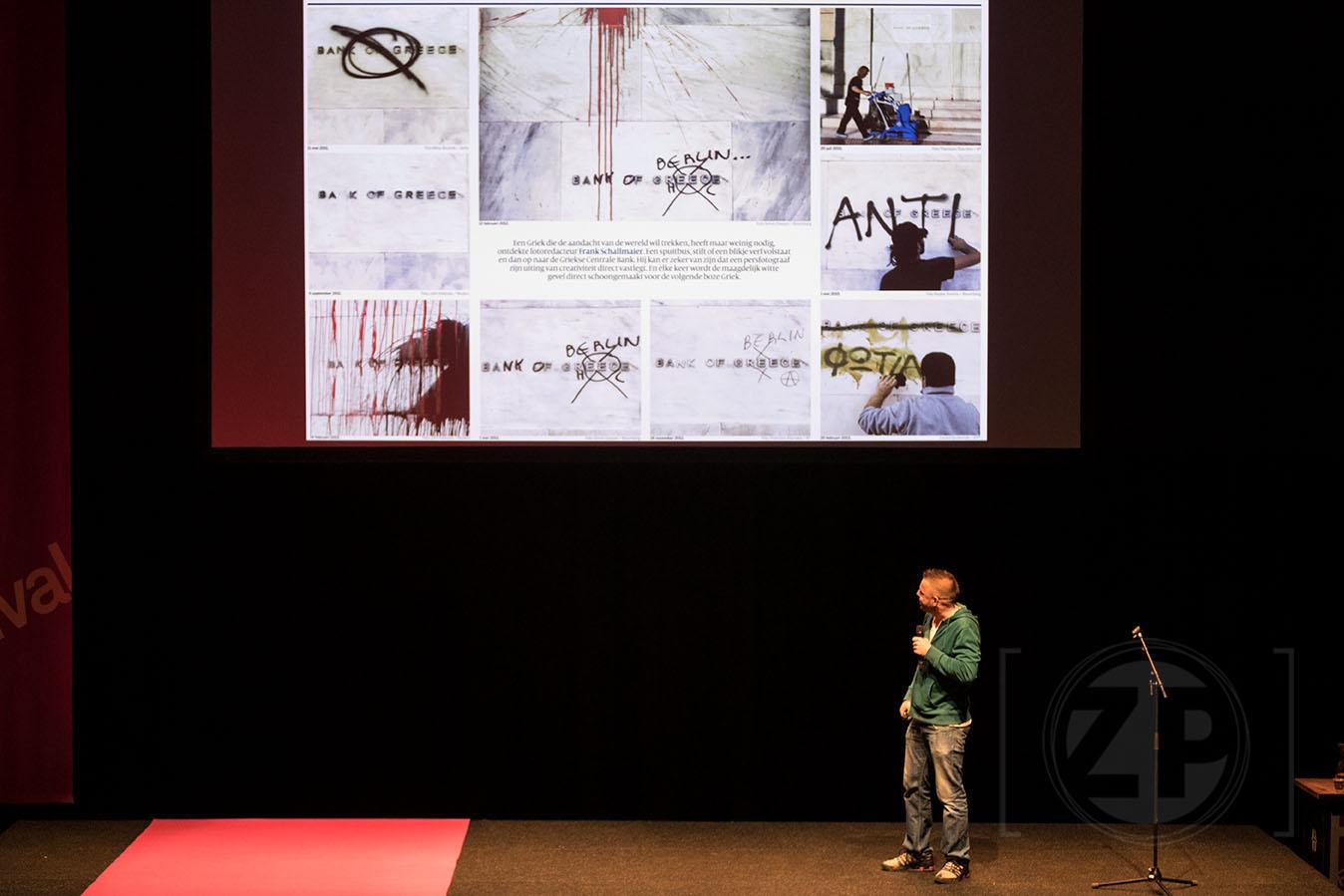 Frank Schallmaier tijdens zijn presentatie bij World Press Photo in Amsterdam.