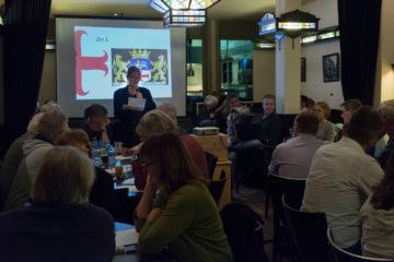 Groot Zutphens Dictee 2017: Martine Letterie leest het dictee voor in Het Volkshuis. Foto Bram Wassink, Zutphens Persbureau