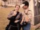 20 jaar Zutphens Persbureau. Fiona de Heus en Patrick van Gemert tijdens een protestmanifestatie bij het Brummense gemeentehuis in 1999 waar zij samen voor de Eerbeekse Courant aan het werk waren. Foto: Wim Bleumink