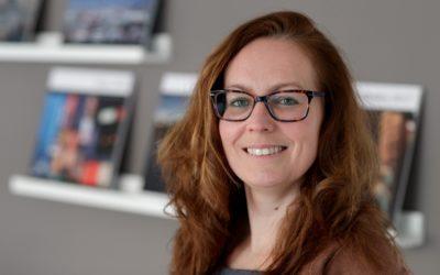 Journalist Fiona de Heus geeft de workshop over persberichten schrijven en free publicity. Foto Patrick van Gemert (Zutphens Persbureau)