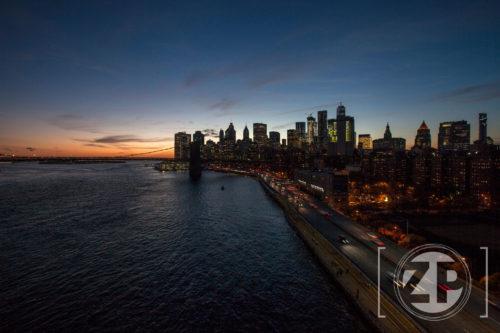 New York, sunset, zonsondergang op de Manhattan Bridge.