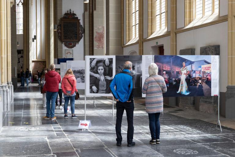 World Press Photo in de Walburgiskerk te Zutphen.